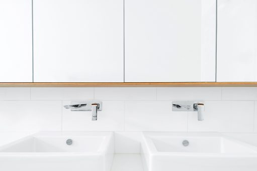 Brighton East Interior - Australian Bathroom Mirror Timber Detailing - Dan Gayfer Design - Interior Archive