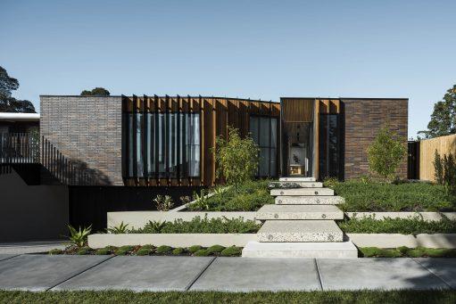 Courtyard House - Australian Exterior Entrance Architecture - FIGR. - Interior Archive