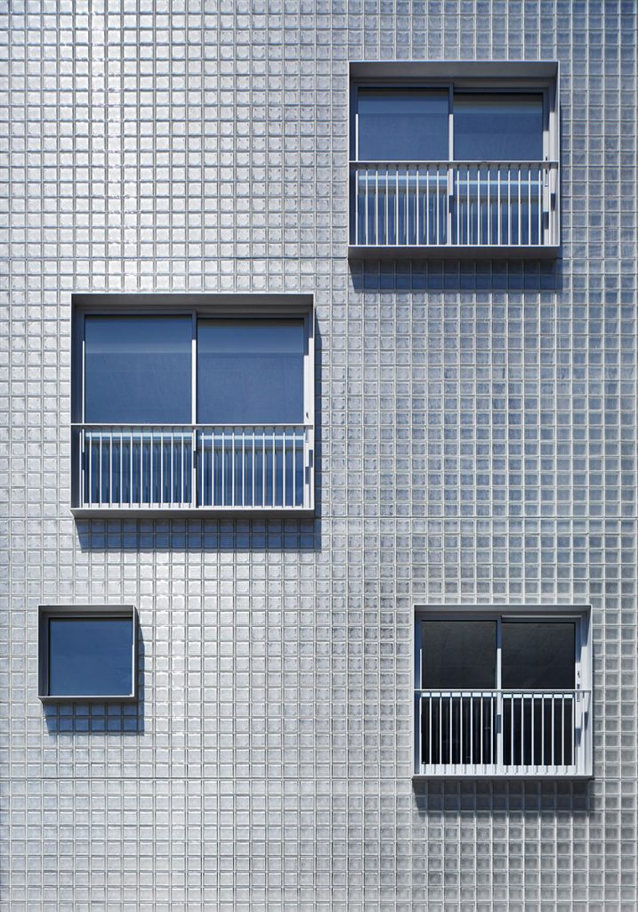 Fronted With A Wall Of Obscure Glass Blocks, The Approach To The Site Is Firsty To Create A Sense Of Cohesion;