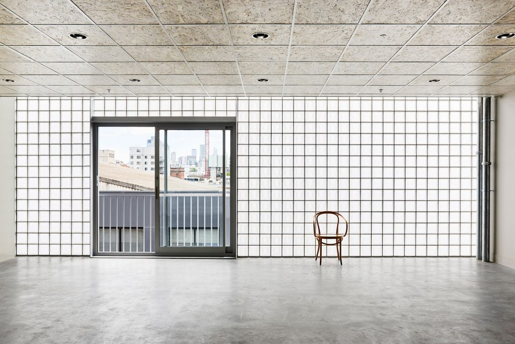 A Sense Of The Minimal, With A Controlled Restraint Come Together In A Fresh Approach To The Workspace Vernacular.