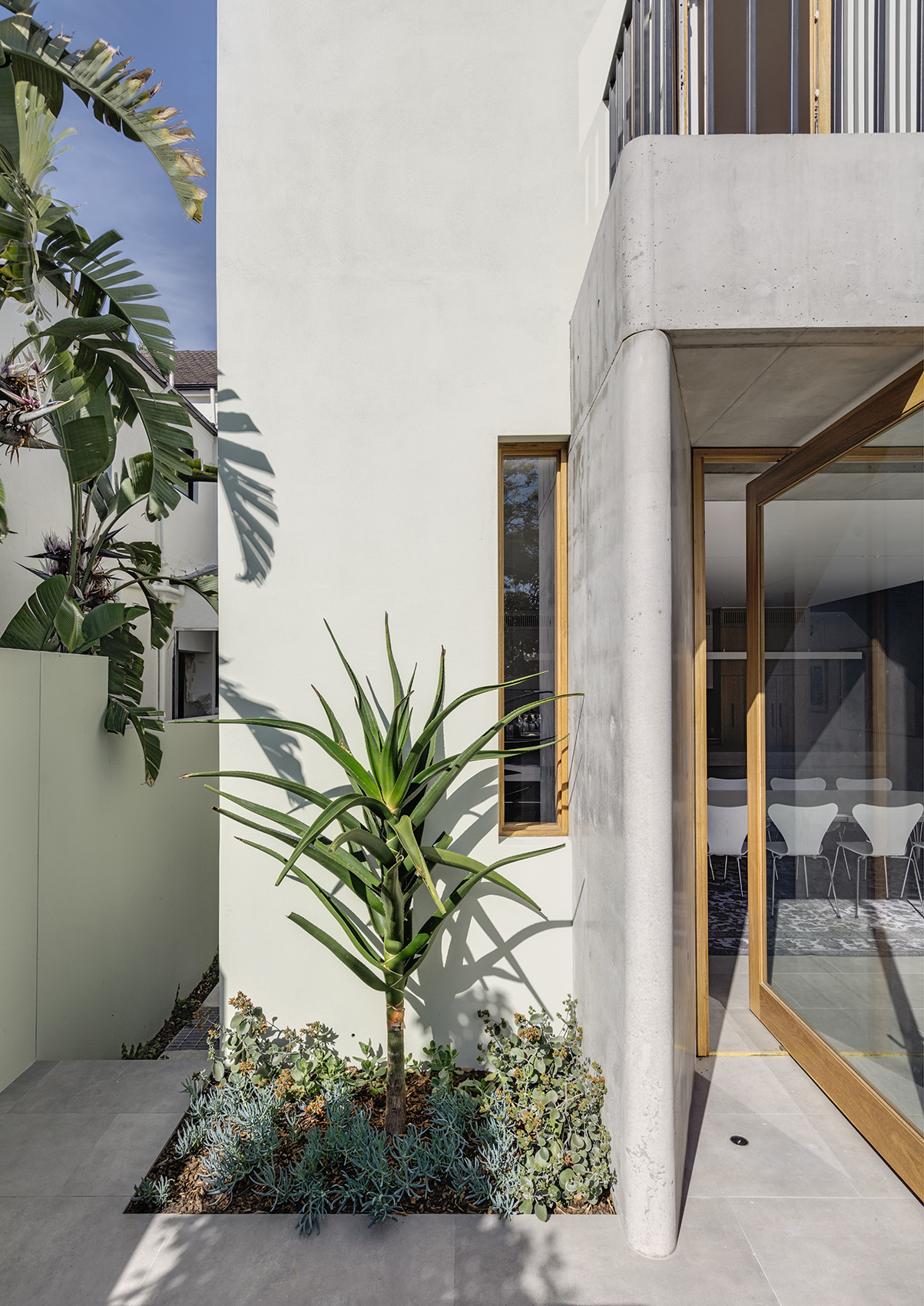 The External Approach Was To Integrate Landscape Elements That Complement The Entry Experience.