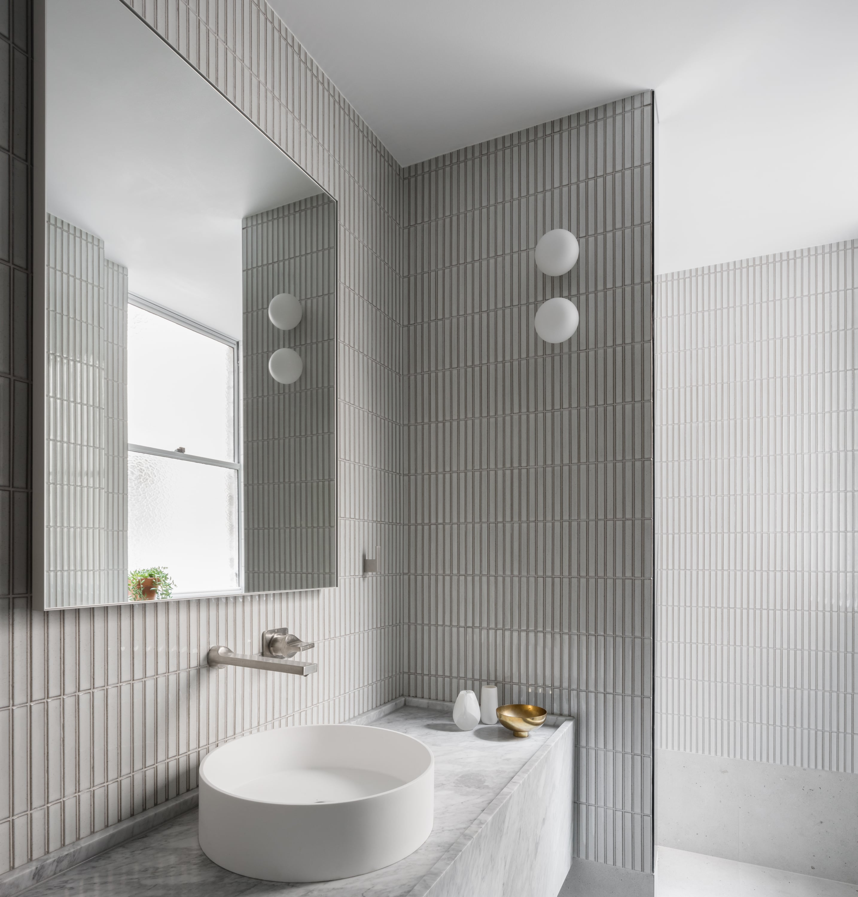 The Small Apartment In The Beautiful Art Deco Building Thus Needed To Expand To At Times Accommodate Up To Five People