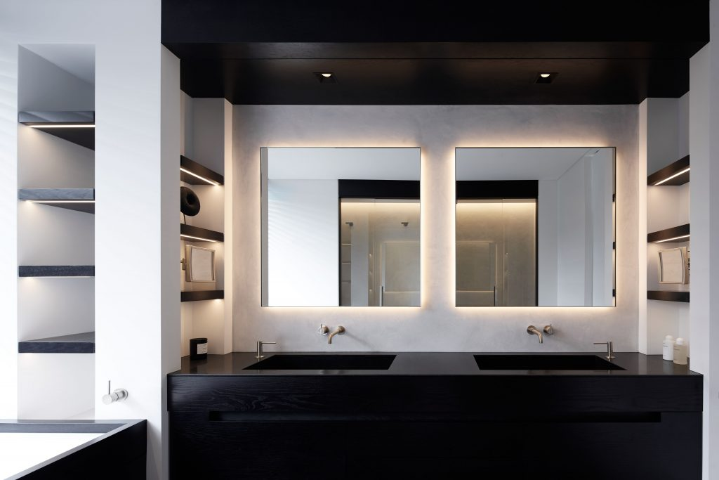 Are Employed To Establish A Sense Of Timeless Simplicity Within The Interior Of This Apartment Situated In Bondi Beach