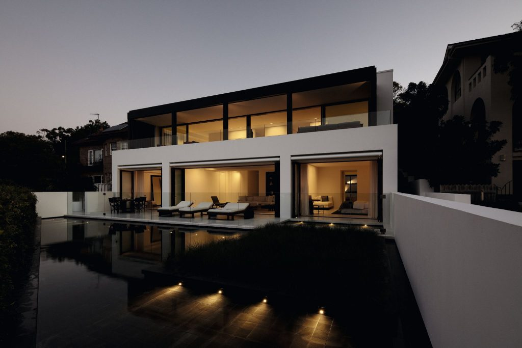 Located On The Slopes Of Sydney's Balmoral Beach,