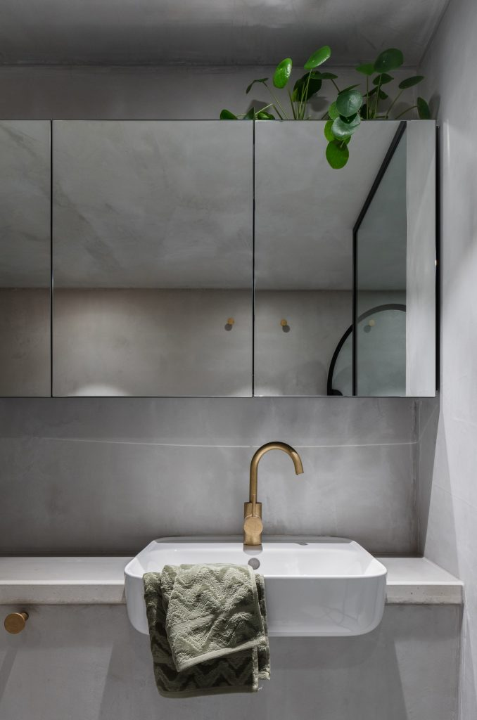 And Rejection Of Ornamentation, This Camperdown Apartment For Two Design Professionals Was Conceived Of As An Intimate, Yet Utilitarian En