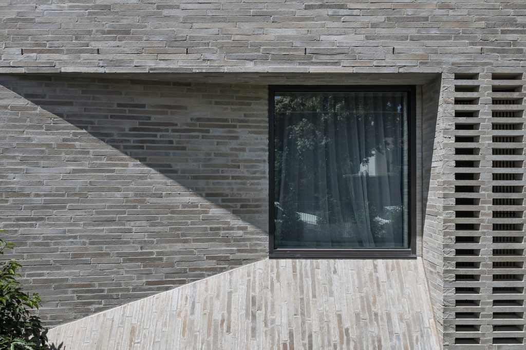 Bayside House Is An Invitation For Light And Life To Enter.
