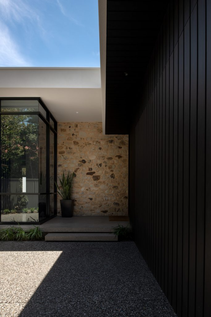 This Home Is A Terrific Example Of Contemporary Architecture Responding To The Site And Surrounds In A Truly Dramatic Manner.
