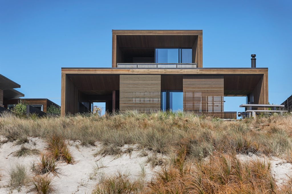 At Home On The Shore Papamoa Beach House By Herbst Architects Papamoa Beach Nz Image 07