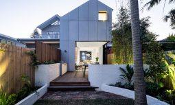 Embracing The Coastal Milieu Tama House By Carla Middleton Architecture Tamarama Nsw Australia Image 01